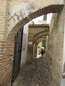 Entrada al patio del zoco municipal de Córdoba por la calle Judíos