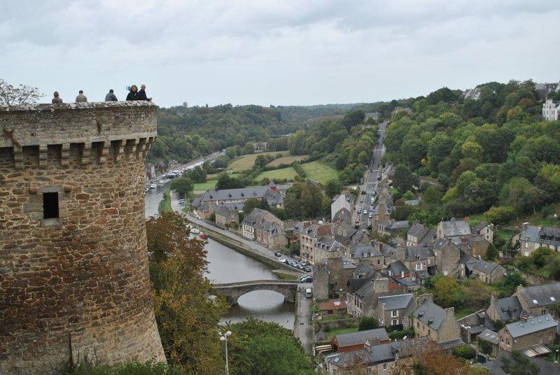 Vista desde la muralla de Dinan en Bretaña