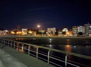 Luna sobre Bouzas