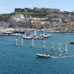 Puerto turístico en Procida en Italia