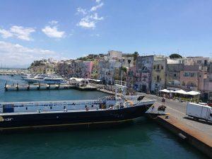 Marina Grande en la isla de Procida en Italia