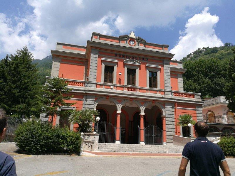 Acceso al funicular en Mercogliane