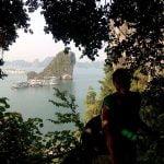 Disfrutando las vistas desde las cuevas