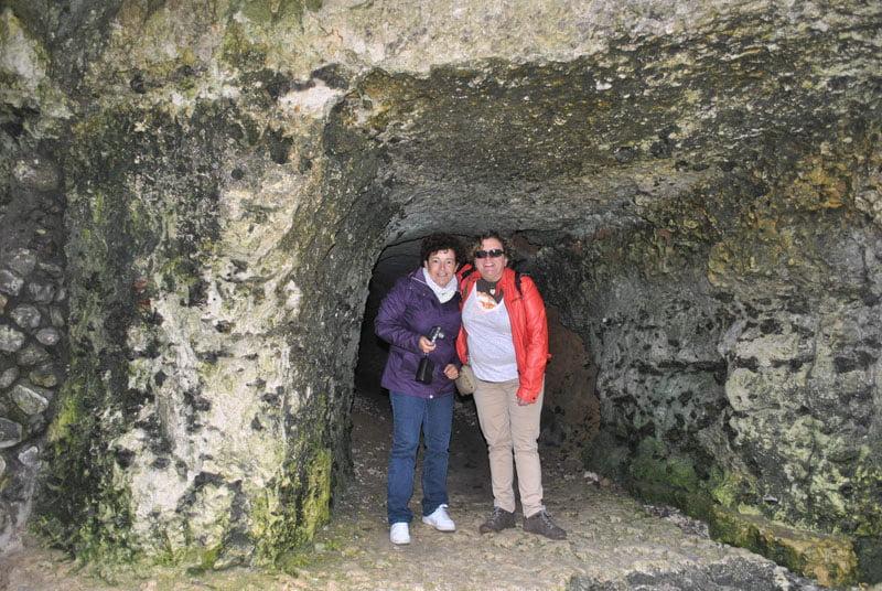 En la cueva en Etretat