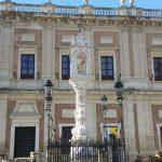 Templete de la Virgen del Triunfo en la plaza del mismo nombre en Sevilla