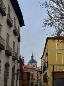 Catedral de la Almudena al fondo