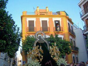 Imagen de Gloria procesionando en el mes de septiembre en Sevilla