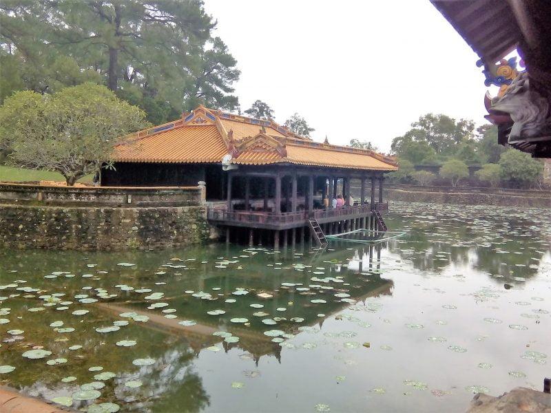 Mausoleo en Tu Duc en Vietnam