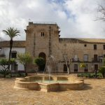 En la plaza de España de Cañete de las Torres en Córdoba