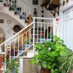 Escalera de acceso a la vivienda en el Patio Juan Rufo de Córdoba