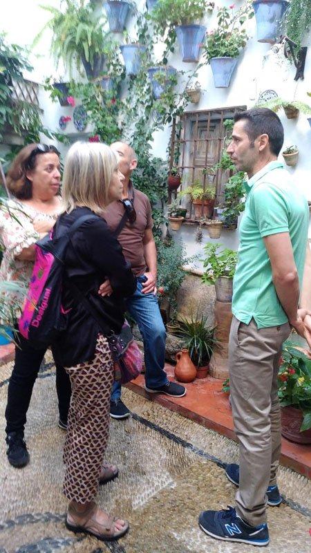 De charla en el Patio Juan Rufo de Córdoba