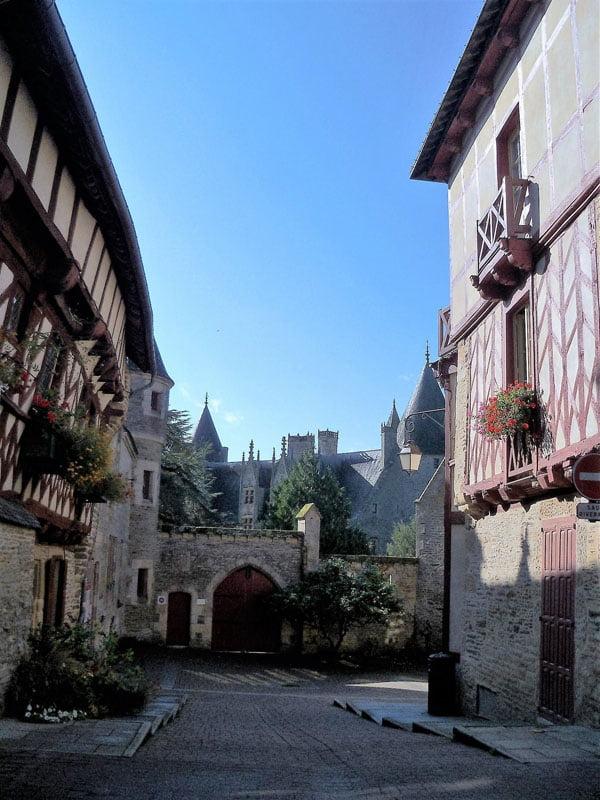 Rue du Val d'Oust en Bretaña