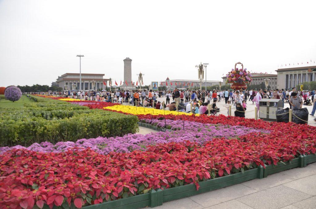 Flores en la plaza de Tiananmen