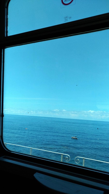 El mar de Liguria desde el tren