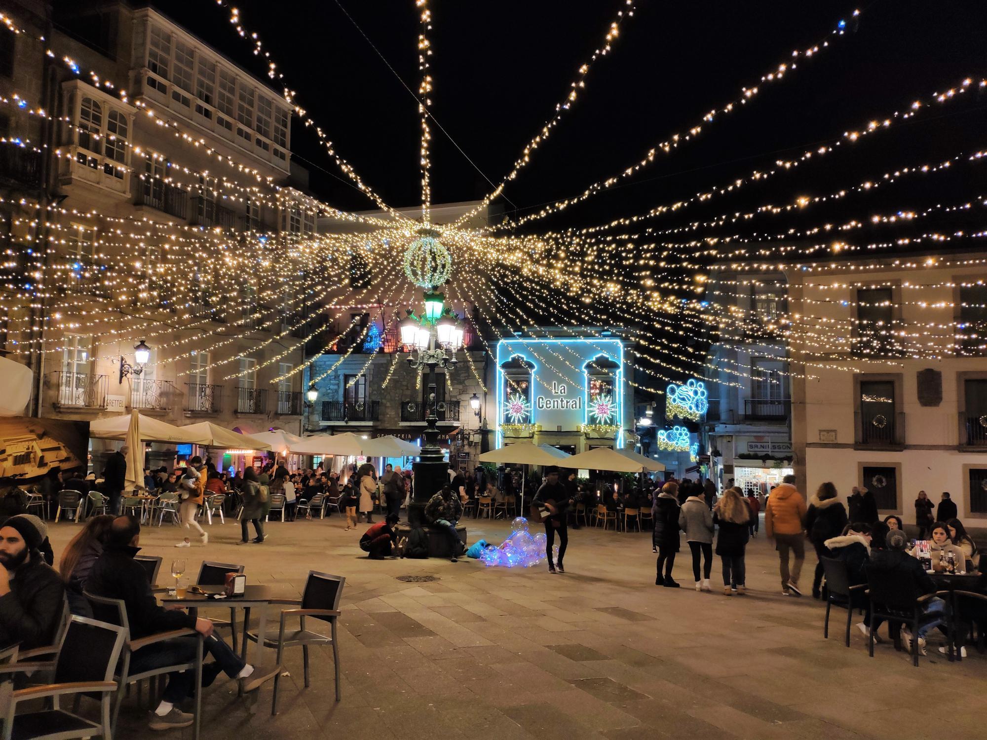 Decoración navideña de la plaza de la Constitución de Vigo en 2019