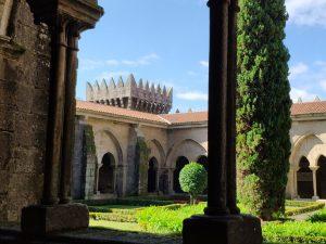 Claustro de la catedral fortaleza de Tui y Torre de Soutomaior