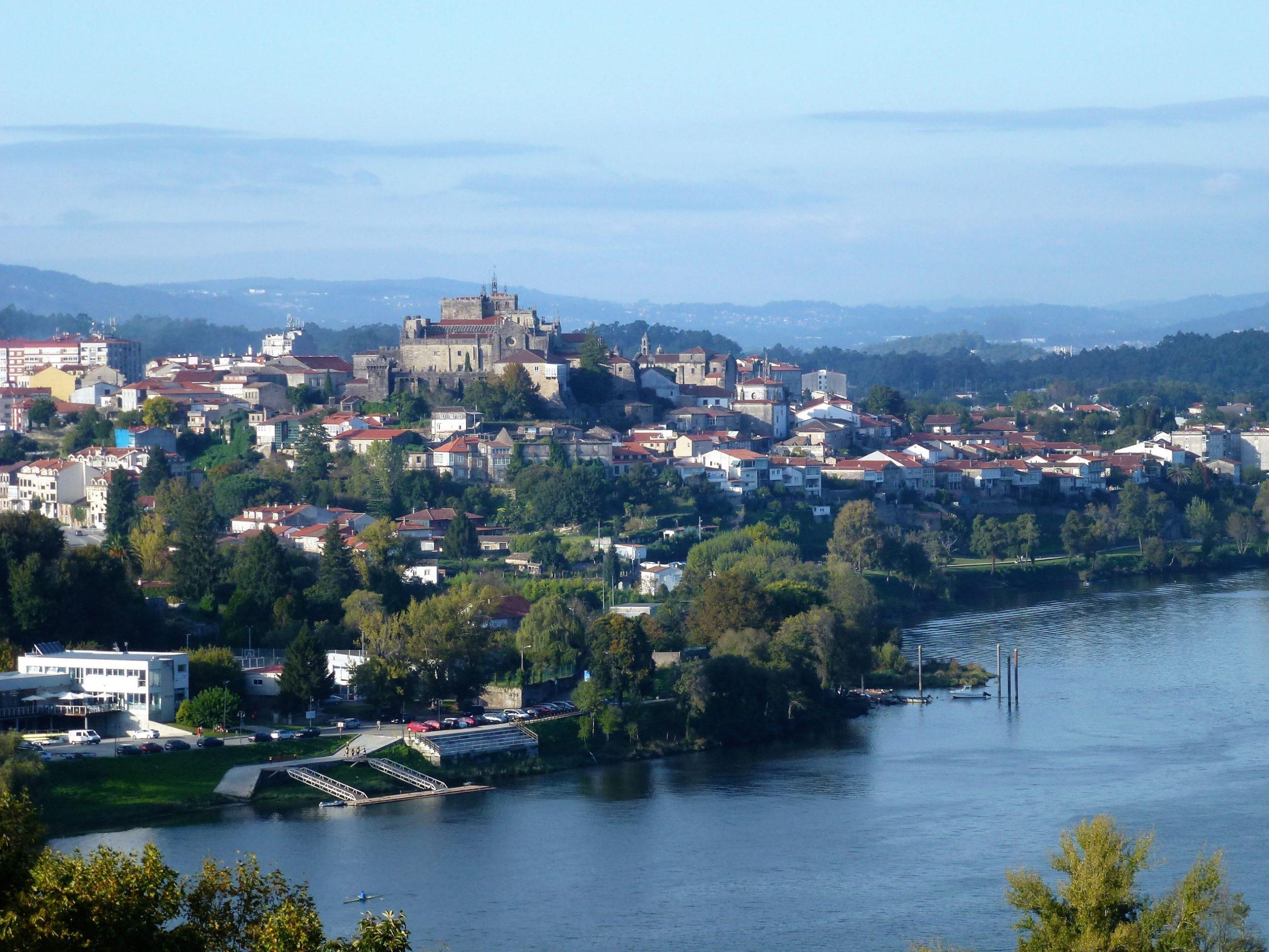 Vista de la catedral fortaleza de Tui desde Valença do Minho