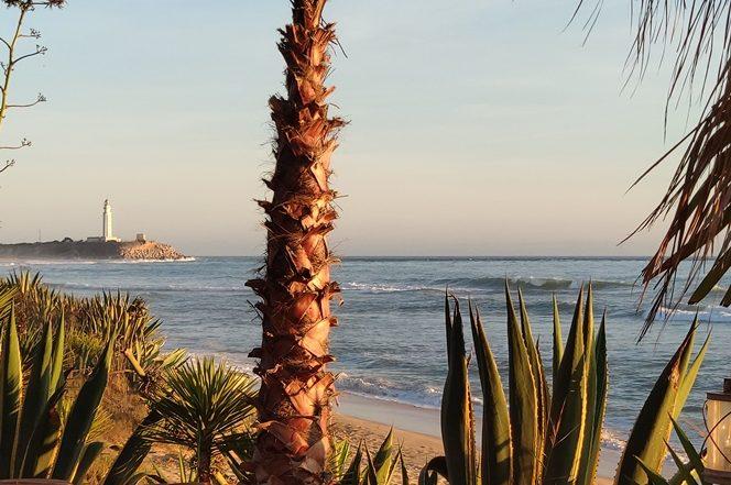 Faro de Trafalgar desde la playa de Zahora