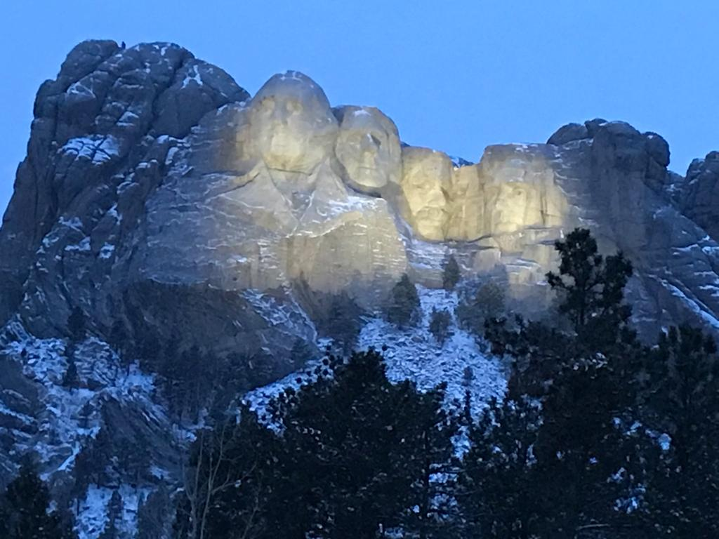 Rushmore Memorial iluminado