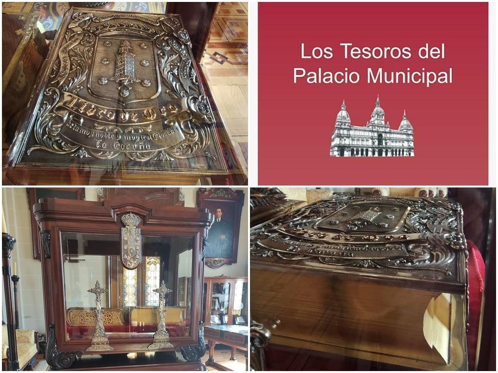 Paseo por Coruña con José Ramón Libro de Oro del ayuntamiento
